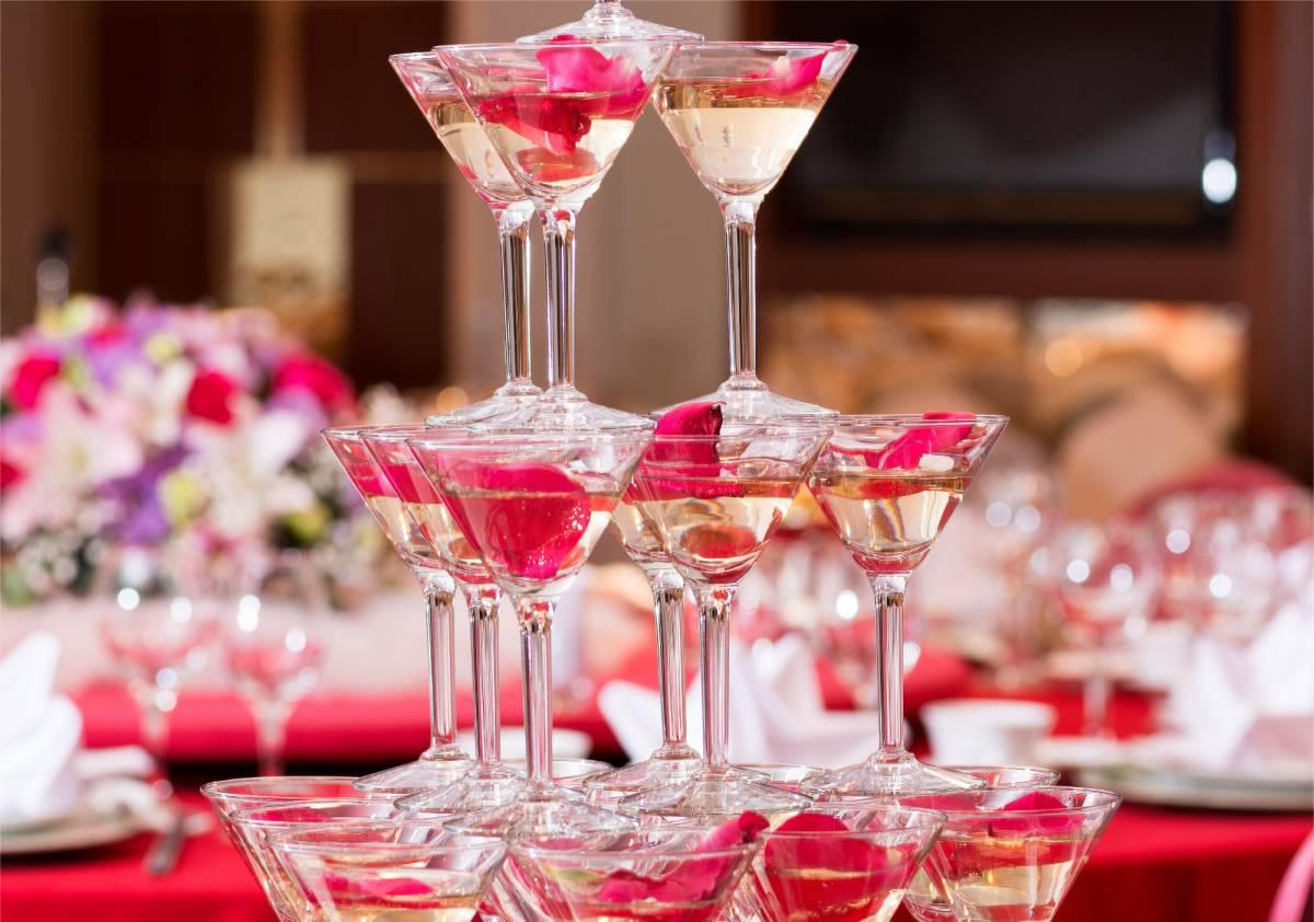 婚禮蛋糕與香檳酒塔的浪漫邂逅